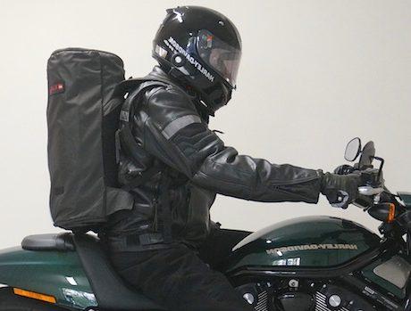 motard transportant une sangle durable. Mains-libres de porter un casque Porte-casque de moto EZ GO L/'accessoire indispensable moto